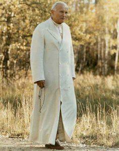 Johannes Paul II. betete beim Spazierengehen oft den Rosenkranz